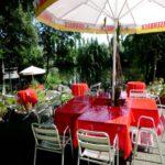 Hoppes Biergarden_rote Tischdecken